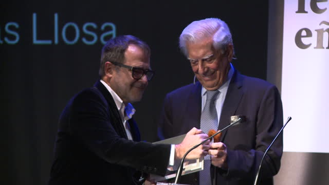 mario vargas llosa receives the festival eñe 2020 award at círculo de bellas artes in madrid - círculo stock-videos und b-roll-filmmaterial