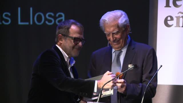 mario vargas llosa receives the festival eñe 2020 award at círculo de bellas artes in madrid - círculo video stock e b–roll