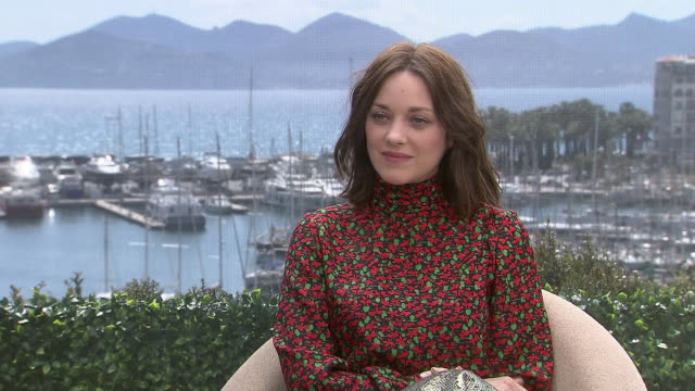 vídeos y material grabado en eventos de stock de interview marion cotillard on how the character of gabrielle fascinated her and her characters key traits at 'mal de pierres' interview on may 15... - mal de pierres