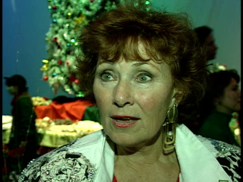 marion ross talks about the parade - sfilata di natale di hollywood video stock e b–roll