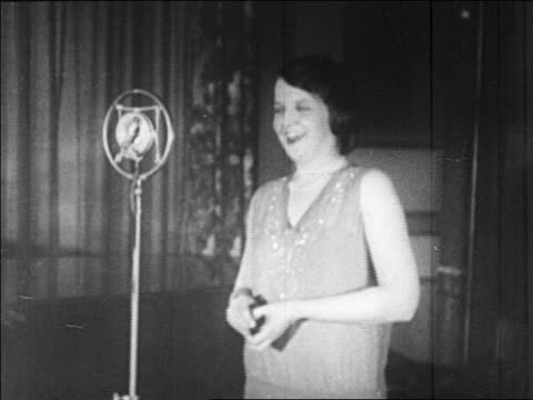 marion talley singing into microphone in radio studio - 1926 stock-videos und b-roll-filmmaterial