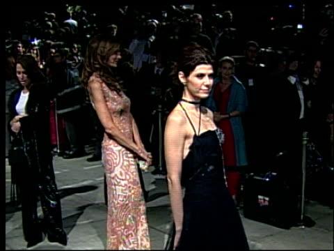 marisa tomei at the 2002 academy awards vanity fair party at morton's in west hollywood, california on march 24, 2002. - oscarsfesten bildbanksvideor och videomaterial från bakom kulisserna