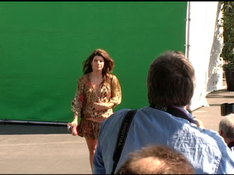 marisa tomei at the 20th annual independent spirit awards arrivals and interviews at santa monica in santa monica, california on february 26, 2005. - marisa tomei stock videos & royalty-free footage