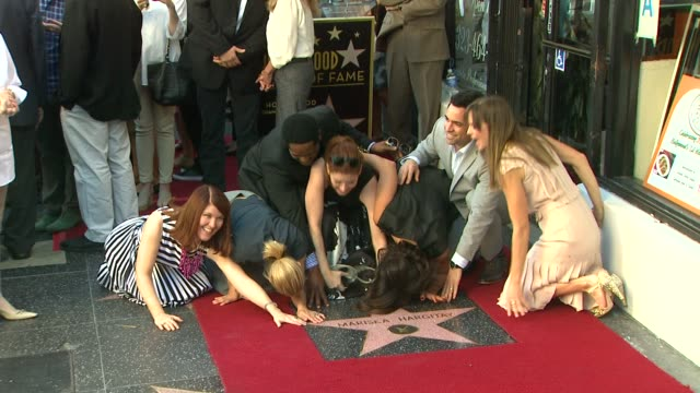 mariska hargitay kate flannery maria bello blair underwood debra messing danny pino and hilary swank at mariska hargitay honored with star on the... - debra messing stock-videos und b-roll-filmmaterial