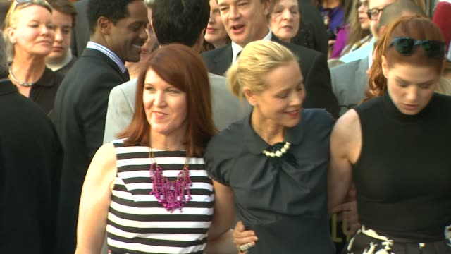 mariska hargitay kate flannery maria bello debra messing and hilary swank at mariska hargitay honored with star on the hollywood walk of fame... - debra messing stock-videos und b-roll-filmmaterial