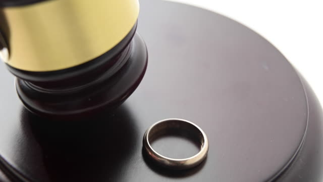 marital separation sentence: there is a wedding ring and judge´s gavel moving. - defendant stock videos & royalty-free footage