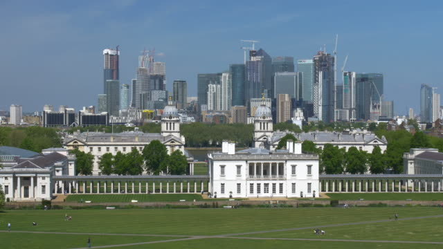 maritime greenwich with the canary wharf commercial development in the distance.viewed from greenwich park. - museum stock videos & royalty-free footage