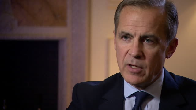 mark carney saying when brexit happens the economy will have to undergo an adjustment and will grow less rapidly because the uk is reducing trade... - バンク オブ イングランド点の映像素材/bロール