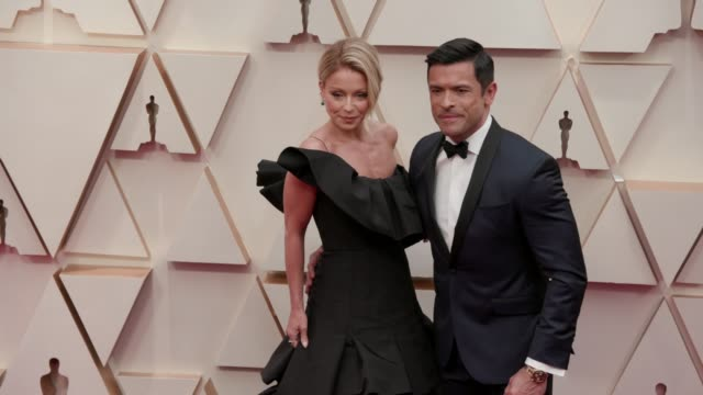 mark consuelos and kelly ripa at the 92nd annual academy awards at dolby theatre on february 09 2020 in hollywood california - academy of motion picture arts and sciences stock videos & royalty-free footage