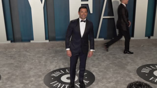 mark consuelos at vanity fair oscar party at wallis annenberg center for the performing arts on february 09, 2020 in beverly hills, california. - oscar party点の映像素材/bロール