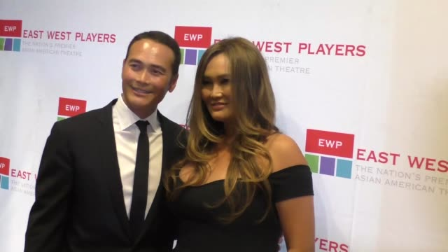 vídeos de stock, filmes e b-roll de mark dacascos tia carrere at the east west players 50th anniversary visionary awards dinner and silent auction at hilton universal city in hollywood... - tia carrere