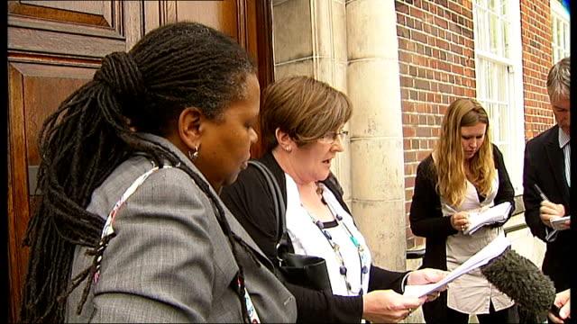 stockvideo's en b-roll-footage met investigation begins; high barnet: north london coroner's court: family of mark duggan arriving at inquest helen shaw speaking to press sot - the... - lijkschouwer