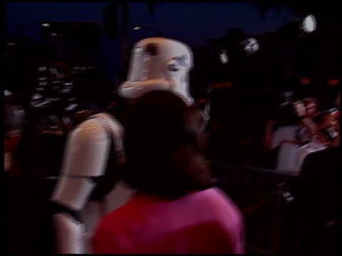 vídeos de stock, filmes e b-roll de mark hamill at the 'star wars: episode iii - revenge of the sith' premiere on may 12, 2005. - série de filmes star wars