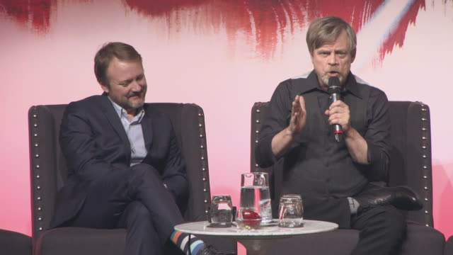vídeos y material grabado en eventos de stock de interview mark hamill on meeting price harry prince willian wanting to know if luke skywalker was royalty carrie fisher at 'star wars the last jedi'... - mark hamill