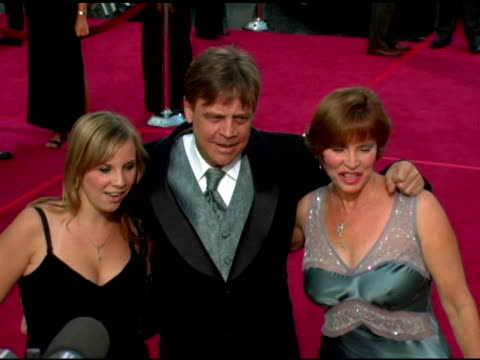 vídeos y material grabado en eventos de stock de mark hamill wife marilou and daughter chelsea at the 33rd afi life achievement award 'a tribute to george lucas' at the kodak theatre in hollywood... - mark hamill