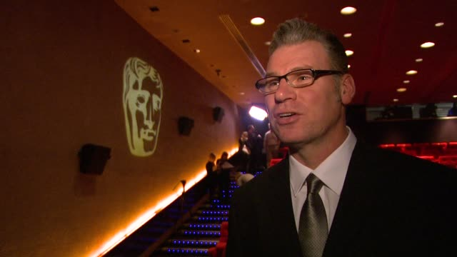 mark kermode on the main films competing , on the difference in budgets between them, on carey mulligan, on an education holding its own, on how an... - マーク カルモード点の映像素材/bロール