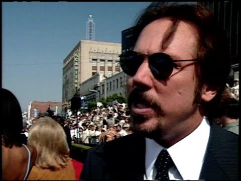 vídeos y material grabado en eventos de stock de mark mancina at the 'tarzan' premiere at the el capitan theatre in hollywood california on june 12 1999 - tarzán obra reconocida