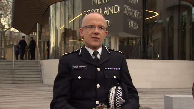 mark rowley, acting deputy commissioner of the metropolitan police, confirming what took place during the westminster terror attack - ウェストミンスター橋点の映像素材/bロール