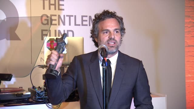 speech mark ruffalo accepts his award at gq gentlemen's cocktail reception awards ceremony at the gent on october 22 2015 in new york city - mark ruffalo stock videos and b-roll footage