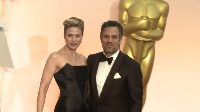 mark ruffalo and sunrise coigney at 87th annual academy awards - arrivals at dolby theatre on february 22, 2015 in hollywood, california. - platinum stock-videos und b-roll-filmmaterial