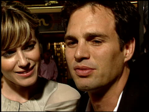 mark ruffalo at the 'collateral' premiere at orpheum theatre in los angeles california on august 2 2004 - mark ruffalo stock videos and b-roll footage