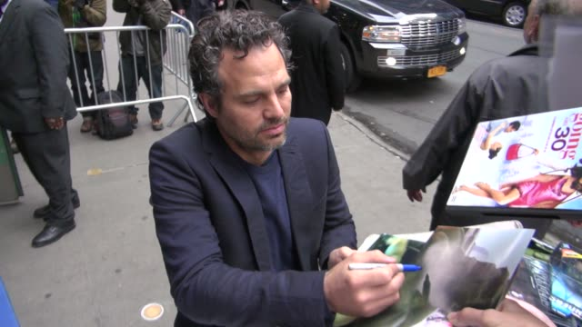 mark ruffalo at the 'good morning america' studio mark ruffalo at the 'good morning america' studio on may 02 2012 in new york new york - mark ruffalo stock videos and b-roll footage