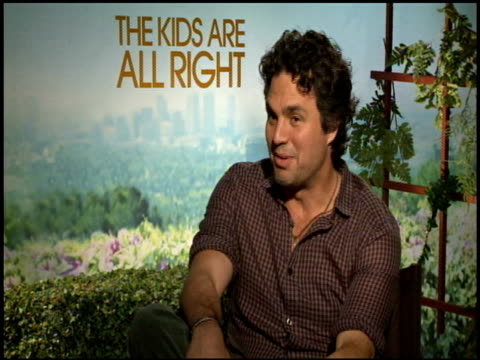 mark ruffalo on working with actors now that he's a director himself at the 'the kids are all right' junket at los angeles ca. - entertainment occupation stock videos & royalty-free footage