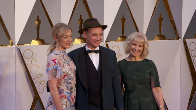 mark rylance at 88th annual academy awards arrivals at hollywood highland center on february 28 2016 in hollywood california 4k - mark rylance stock-videos und b-roll-filmmaterial