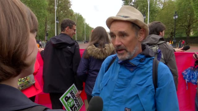 mark rylance interview at extinction rebellion protest england london the mall ext mark rylance interview sot part 3 of 3 - mark rylance stock-videos und b-roll-filmmaterial