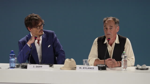 interview mark rylance talking about how his character wasn't impotent in the film at 'waiting for the barbarians' press conference 76th venice film... - 76th venice film festival 2019点の映像素材/bロール