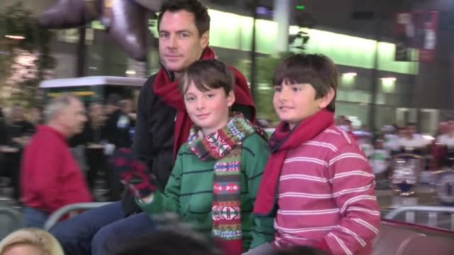 mark steines at the 2012 hollywood christmas parade in hollywood 11/25/12 - sfilata di natale di hollywood video stock e b–roll