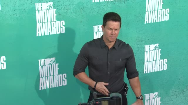 mark wahlberg at 2012 mtv movie awards - arrivals at gibson amphitheatre on june 03, 2012 in universal city, california - gibson amphitheatre stock-videos und b-roll-filmmaterial