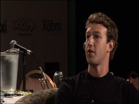 vídeos de stock e filmes b-roll de mark zuckerberg describes the development of facebook usa 25 october 2007 - 2007