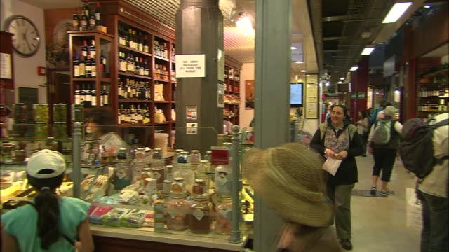 market, florence, italy - skåp med glasdörrar bildbanksvideor och videomaterial från bakom kulisserna