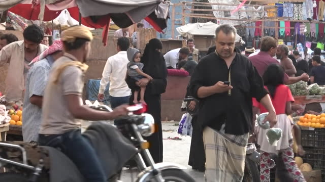 market in hudaydah, controlled by houthi insurgency, due to the sa'dah conflict - fame video stock e b–roll