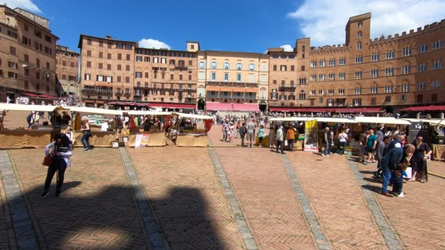 market in piazza del campo, siena, tuscany, italy - piazza del campo stock videos and b-roll footage