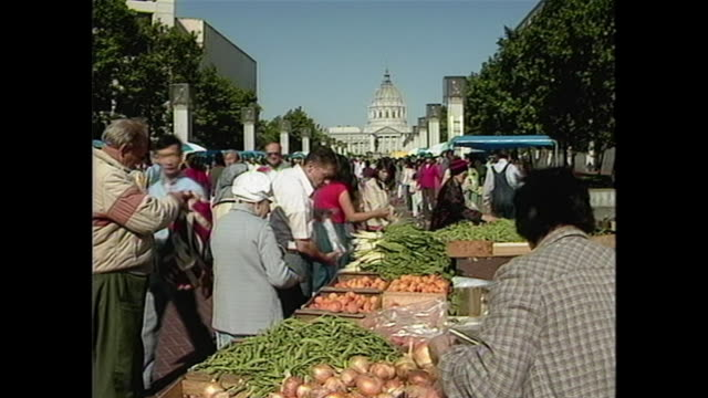 market in san francisco's chinatown with vendors selling fruits and vegetables near city hall. - east asian ethnicity stock videos & royalty-free footage