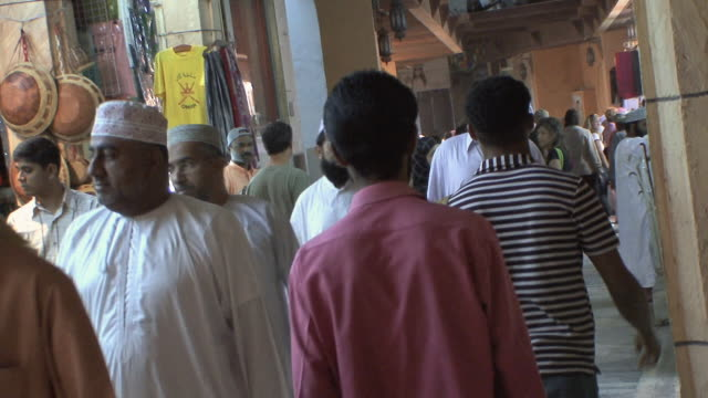 ms market scene with men in dishdashas, muscat, oman - dish dash stock videos & royalty-free footage