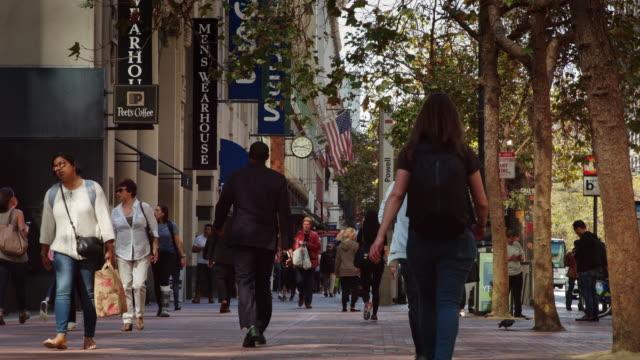 vídeos y material grabado en eventos de stock de market st near union square, san francisco - california