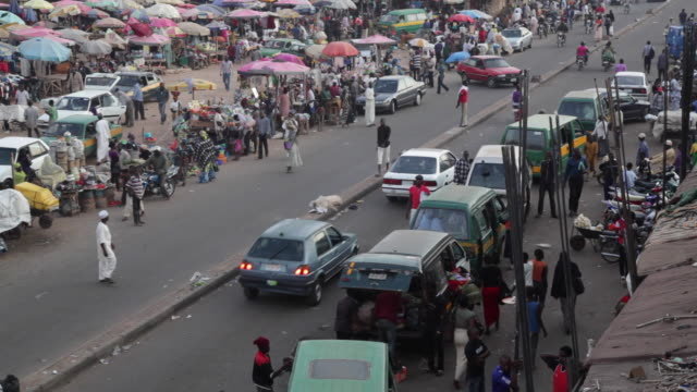 ha market street with taxis nigeria is home to nearly 200 million people which has earned it the name giant of africa it is an oil rich country which... - jos nigeria stock videos & royalty-free footage