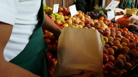 market vendor packing nectarines - paper bag stock videos & royalty-free footage