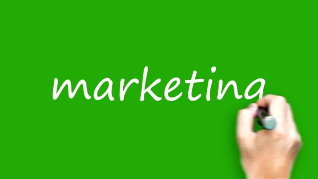 vídeos de stock, filmes e b-roll de marketing - escrever com o marcador na tela verde - transparente