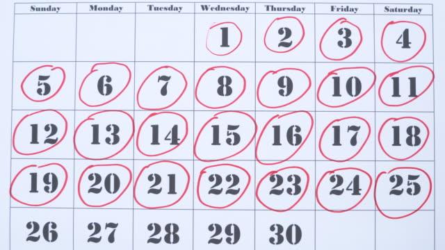 markieren einer zahl in einem kalender - sunday stock-videos und b-roll-filmmaterial