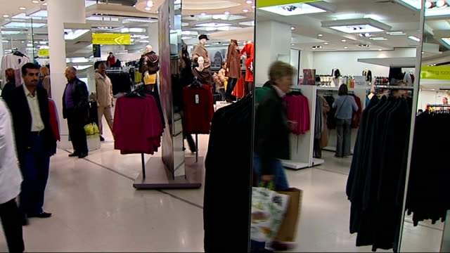 marks and spencer announce fall in profits; r02100812 - 2.10.2008 england: london: oxford street: int gvs shoppers along in marks and spencer store - finanzen und wirtschaft stock-videos und b-roll-filmmaterial