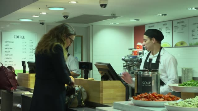 marks and spencer food served in takeaway section / customers along in food department / customers along in clothes department / gvs women's clothing... - 金融と経済点の映像素材/bロール