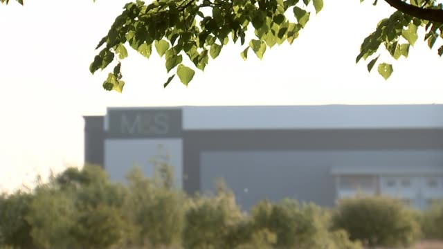 vídeos y material grabado en eventos de stock de marks and spencer to close over 100 stores; england: leicestershire: castle donington: ext general views of m&s distribution centre - finanzas y economía