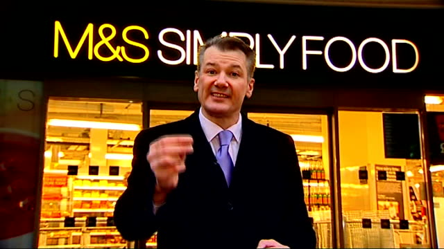 stockvideo's en b-roll-footage met marks spencer announce store closures and job cuts sir stuart rose interview sot reporter to camera as prawn on fork in foreground hands holding ms... - steurgarnaal