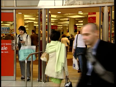 marks spencer in futher trouble itn england london ext shoppers into and out of marks and spencer store marks and spencer shareholders arriving for... - jahreshauptversammlung stock-videos und b-roll-filmmaterial