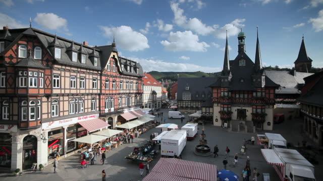 markt platz, municipal town hall, wernigerode, hatz mountains, germany - markt stock videos & royalty-free footage