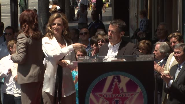 Marlee Matlin at the Marlee Matlin Honored With A Star On The Hollywood Walk Of Fame at Hollywood CA